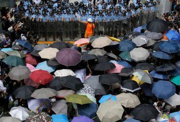 ap_hong_kong_democracy_protests_5_sk_140929_22x15_1600